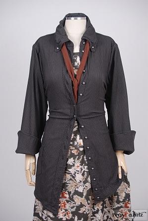 Highlands Shirt in Elsie Grey Stretchy Striped Wool - Size Medium
